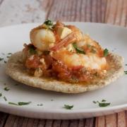 Langostinos con tomate y queso feta (Garides Saganaki)