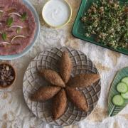 Kibbeh nayeh (crudo) y kibbeh frito