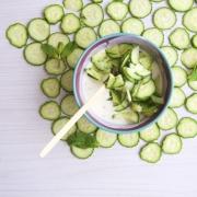 Ensalada de pepino y yogur (khiyar bi laban)