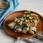 Rollitos primavera frescos de vegetales y aguacate (fresh spring rolls)