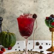 Cóctel de Halloween de Gin, Frutos Rojos y Pimienta