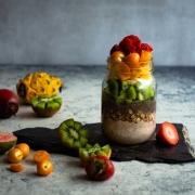 Parfait de avena, chia y frutas